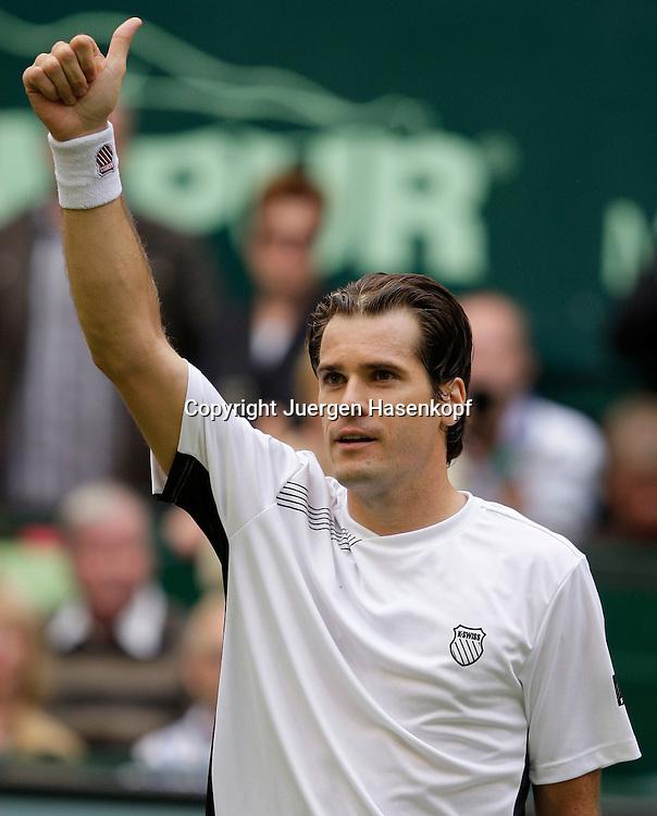 Gerry Weber Open 2009, Halle (Westf.), Tennis, ATP Turnier,.. Tommy Haas (GER) bedankt sich beim Publikum nach seinem Sieg..Foto: Juergen Hasenkopf..