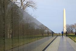 THEMENBILD - Memorial Wall des Vietnam Veterans Memorial und Washington Monument. Reisebericht, aufgenommen am 12. Jannuar 2016 in Washington D.C. // Memorial Wall of the Vietnam Veterans Memorial and Washington Monument. Travelogue, Recorded January 12, 2016 in Washington DC. EXPA Pictures © 2016, PhotoCredit: EXPA/ Eibner-Pressefoto/ Hundt<br /> <br /> *****ATTENTION - OUT of GER*****