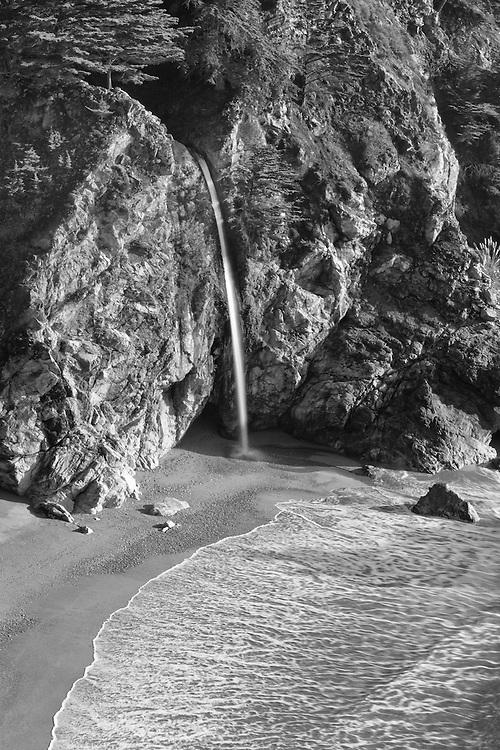 Waterfall And Sandy Cove - Pfeiffer State Beach Overlook - Black & White