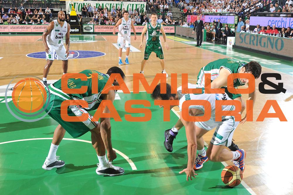 DESCRIZIONE : Treviso Lega A 2010-11 Semifinale Play off Gara 3 Benetton Treviso Montepaschi Siena<br /> GIOCATORE : Massimo Bulleri<br /> SQUADRA : Benetton Treviso Montepaschi Siena<br /> EVENTO : Campionato Lega A 2010-2011<br /> GARA : Benetton Treviso Montepaschi Siena<br /> DATA : 05/06/2011<br /> CATEGORIA : Equilibrio<br /> SPORT : Pallacanestro<br /> AUTORE : Agenzia Ciamillo-Castoria/M.Gregolin<br /> Galleria : Lega Basket A 2010-2011<br /> Fotonotizia : Treviso Lega A 2010-11 Semifinale Play off Gara 3 Benetton Treviso Montepaschi Siena<br /> Predefinita :