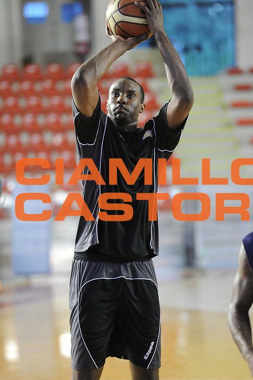 DESCRIZIONE : Roma Lega Basket A 2012-13  Allenamento Virtus Roma<br /> GIOCATORE : Lawal Oladimeji Gani<br /> CATEGORIA : tiro<br /> SQUADRA : Virtus Roma <br /> EVENTO : Campionato Lega A 2012-2013 <br /> GARA :  Allenamento Virtus Roma<br /> DATA : 28/08/2012<br /> SPORT : Pallacanestro  <br /> AUTORE : Agenzia Ciamillo-Castoria/GiulioCiamillo<br /> Galleria : Lega Basket A 2012-2013  <br /> Fotonotizia : Roma Lega Basket A 2012-13  Allenamento Virtus Roma<br /> Predefinita :