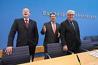 """15 MAY 2012, BERLIN/GERMANY:<br /> Peer Steinbrueck (L), SPD, Bundesminister a.D., Sigmar Gabriel (M), SPD Parteivorsitzender, Frank-Walter Steinmeier (R), SPD Fraktionsvorsitzender, vor Beginn der Pressekonferenz zum Thema """" Der Weg aus der Krise – Wachstum und Beschäftigung in Europa"""", Bundespressekonferenz<br /> IMAGE: 20120515-01-016<br /> KEYWORDS: Peer Steinbrück"""