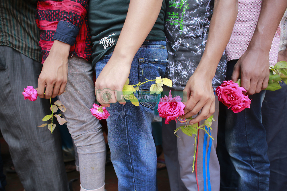 August 22, 2017 - Dhaka, Bangladesh - Bangladeshi people wait in lines holding flowers to pay their respects to the Bangladeshi silver screen icon and legendary actor Razzak in Dhaka. Popular Bollywood actor Razak Khan known for the role of Manikchand in Baadshah has passed away due to heart attack. (Credit Image: © Suvra Kanti Das via ZUMA Wire)