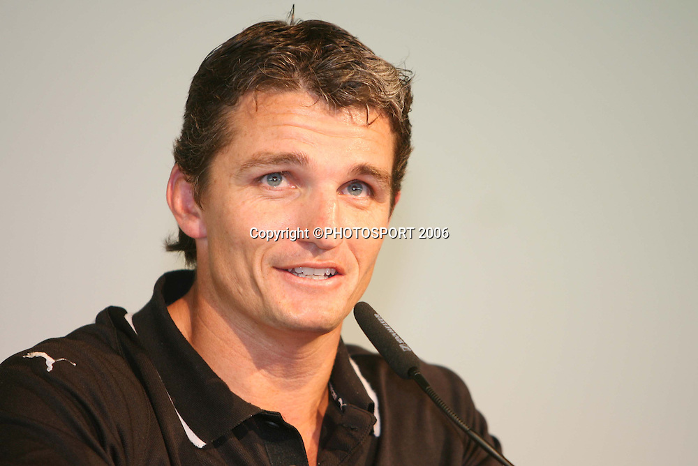 Warriors coach Ivan Cleary speaks during the Vodafone Warriors Captains lunch held at Ericsson Stadium, Auckland, on Tuesday 7 March, 2006. Photo: Renee McKay/PHOTOSPORT<br />
