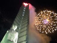 Fuegos artificiales son lanzados tras el monumento a Jose Marti, Heroe nacional de Cuba, ubicado en la Plaza de la Revoluvion, durante la inauguracion de las Olompiadas Cubanas celebradas el pasado Noviembre, 27 de Noviembre del 2002, la Habana, Cuba. Manana 28 de Enero se celebra el 150 aniversario del nacimiento de Jose Marti, quien fuera un importante intelectual de la guerra de independencia de Cuba en el siglo XVIII. (Photo/Cristobal Herrera)