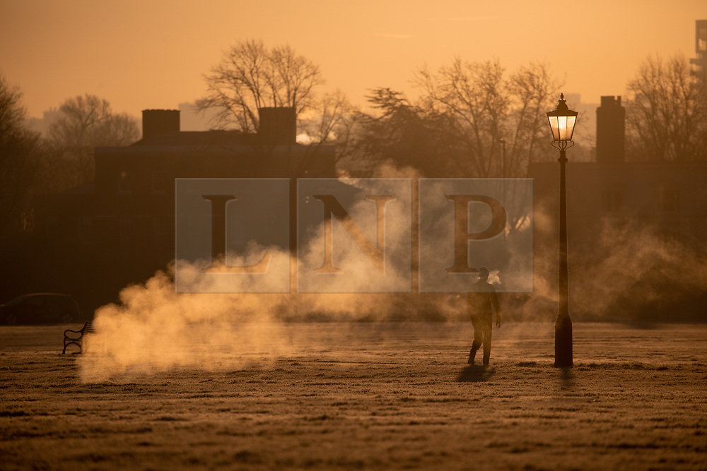 © Licensed to London News Pictures. 31/01/2019. London, UK. Joggers in Blackheath Park in south east London on a frosty, clear morning. Temperatures in London reach minus three degrees Celsius last night. Photo credit : Tom Nicholson/LNP
