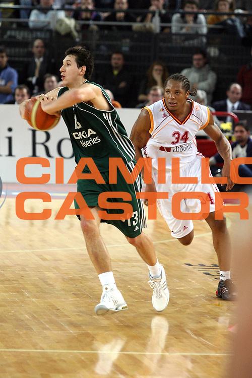 DESCRIZIONE : Roma Eurolega 2006-07 Lottomatica Virtus Roma Panathinaikos Atene <br /> GIOCATORE : Diamantidis <br /> SQUADRA : Panathinaikos Atene <br /> EVENTO : Eurolega 2006-2007 <br /> GARA : Lottomatica Virtus Roma Panathinaikos Atene <br /> DATA : 11/01/2007 <br /> CATEGORIA : Passaggio <br /> SPORT : Pallacanestro <br /> AUTORE : Agenzia Ciamillo-Castoria/G.Ciamillo