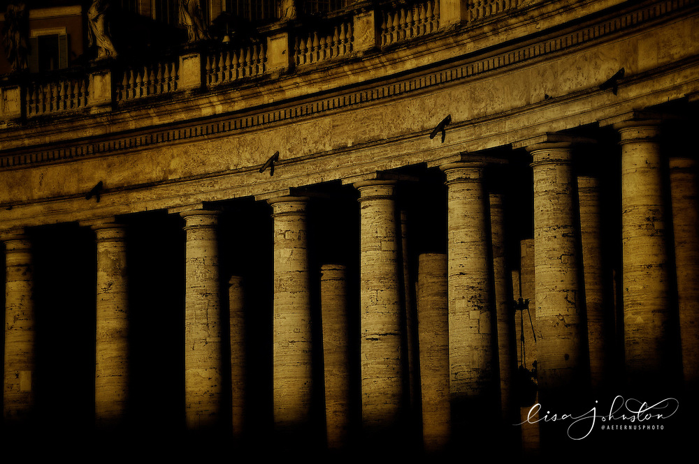 St. Peter's Basilica   Piazza San Pietro - columns.