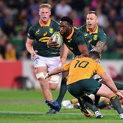 Siyamthanda Kolisi of South Africa tries to hand off Bernard Foley of Australia