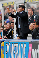 Photo: Leigh Quinnell/Sportsbeat Images.<br /> Queens Park Rangers v Hull City. Coca Cola Championship. 03/11/2007. New QPR manager Luigi De Canio shouts out from the bench.