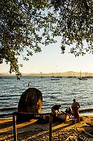 Pescadores na Praia de Santo Antonio de Lisboa. Florianópolis, Santa Catarina, Brasil. / Fishermen at Santo Antonio de Lisboa Beach. Florianopolis, Santa Catarina, Brazil.