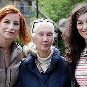 NLD/Amersfoort/20120518 - Persconferentie Jane Goodall, Marian Mudder, Jane Goodall en Myrianne van Reeden