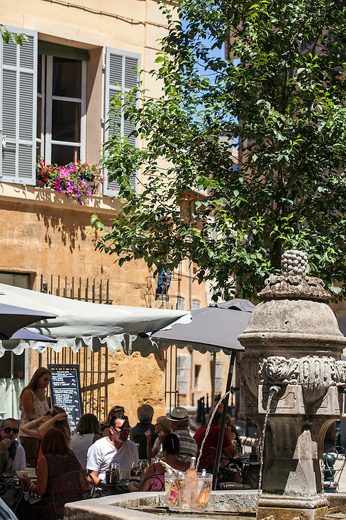 Town of water, town of art... Everyone knows that Aix was built and has developed around this dual identity.