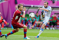 Fotball<br /> EM 2012<br /> 12.06.2012<br /> Tsjekkia v Hellas<br /> Foto: Witters/Digitalsport<br /> NORWAY ONLY<br /> <br /> v.l. Michal Kadlec, Dimitrios Salpingidis (Griechenland)<br /> Fussball EURO 2012, Vorrunde, Gruppe A, Griechenland - Tschechien