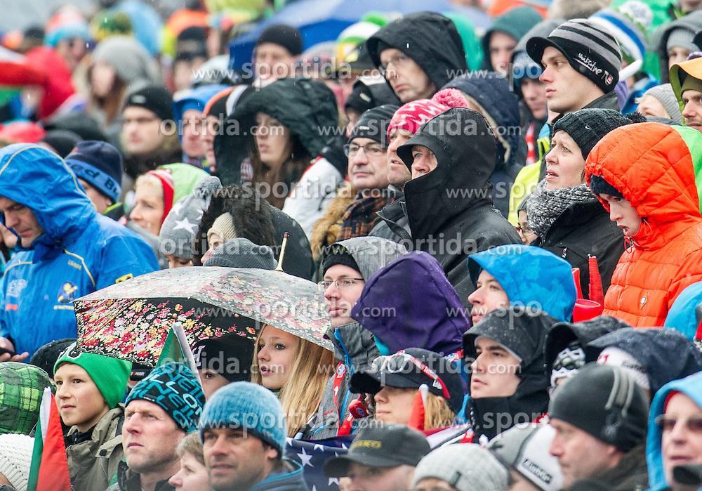 29.12.2013, Hochstein, Lienz, AUT, FIS Weltcup Ski Alpin, Lienz, Slalom, Damen, 2. Durchgang, im Bild Zuschauer im Regen // during the 2nd run of ladies slalom Lienz FIS Ski Alpine World Cup at Hochstein in Lienz, Austria on 2013/12/29, EXPA Pictures © 2013 PhotoCredit: EXPA/ Michael Gruber