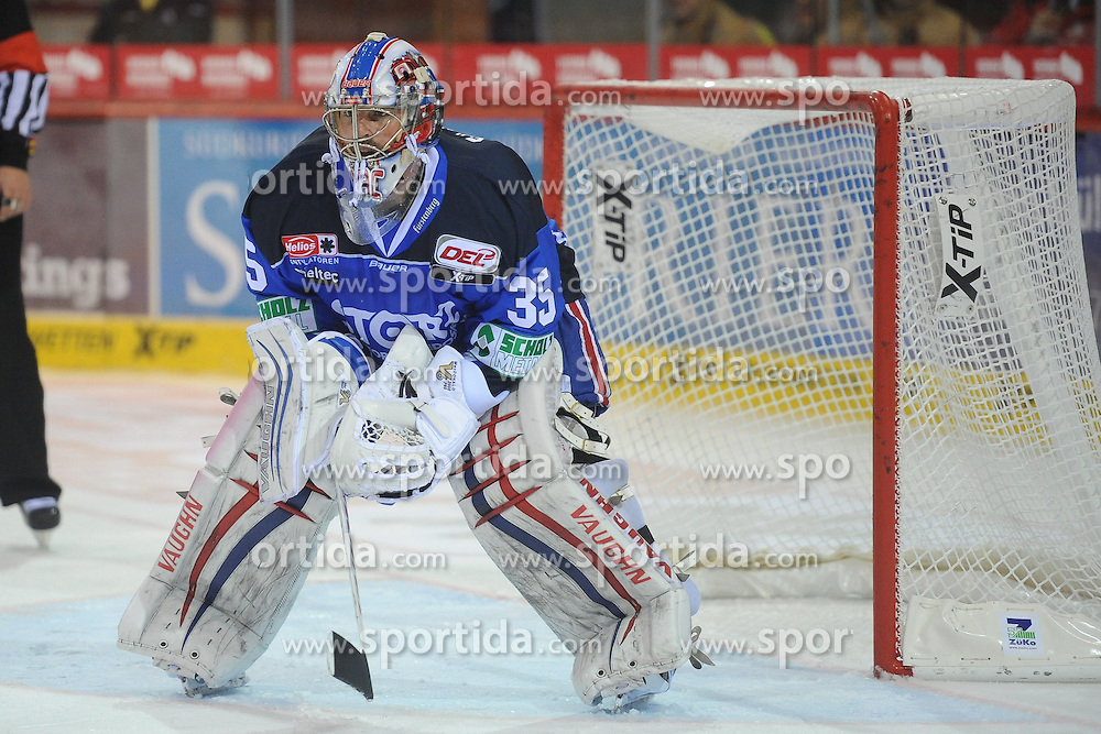 25.09.2015, Helios Arena, Schwenningen, GER, DEL, Schwenninger Wild Wings vs Hamburg Freezers, 5. Runde, im Bild Joey Macdonald (Torwart / Goalie Schwenninger Wild Wings) // during the German DEL Icehockey League 5th round match between Schwenninger Wild Wings vs Hamburg Freezers at the Helios Arena in Schwenningen, Germany on 2015/09/25. EXPA Pictures &copy; 2015, PhotoCredit: EXPA/ Eibner-Pressefoto/ Laegler<br /> <br /> *****ATTENTION - OUT of GER*****