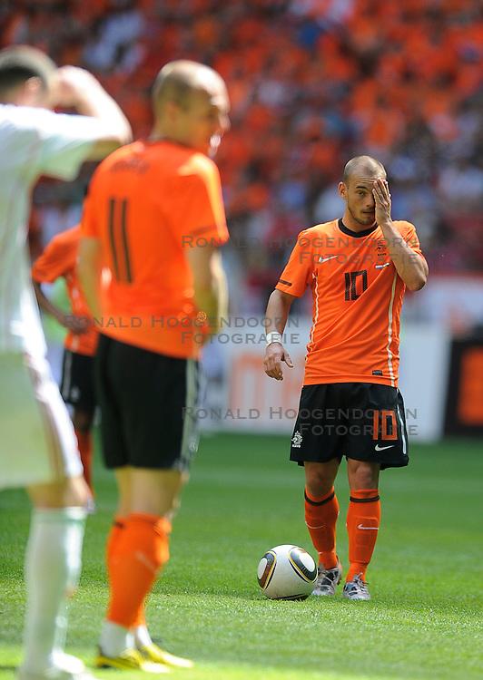 05-06-2010 VOETBAL: NEDERLAND - HONGARIJE: AMSTERDAM<br /> Nederland wint met 6-1 van Hongarije / Wesley Sneijder<br /> &copy;2010-WWW.FOTOHOOGENDOORN.NL