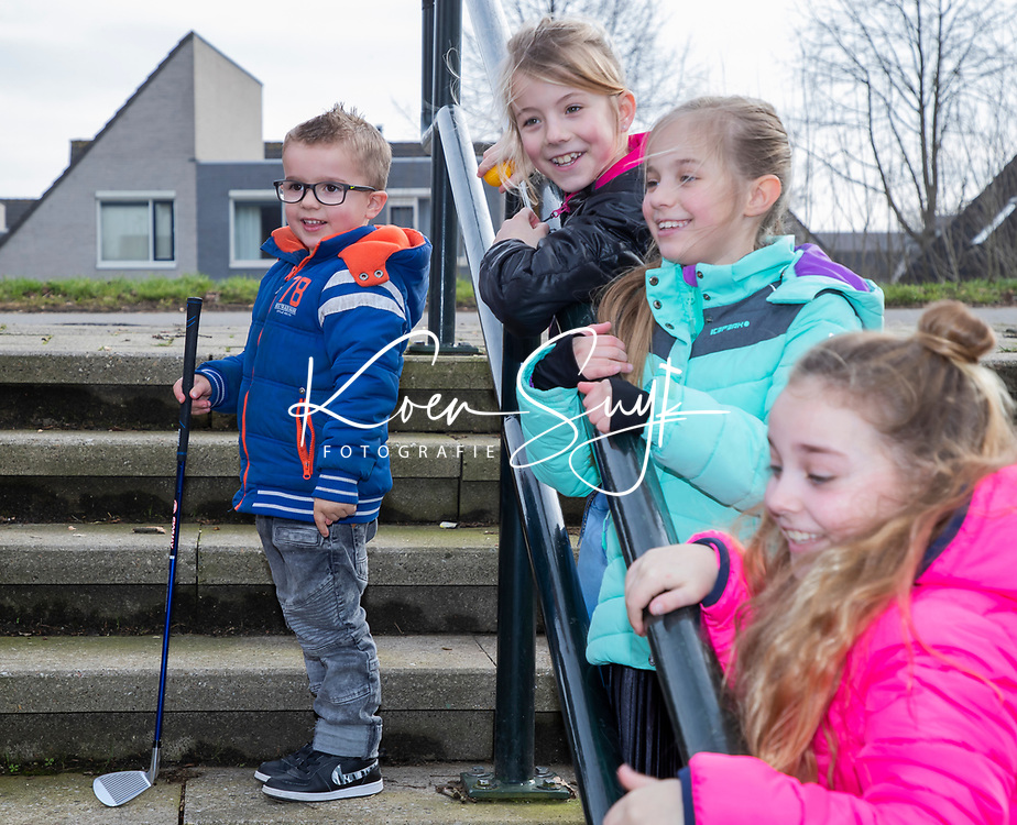 DORDRECHT  - Urban Golf , straat golfen, kids, kinderen spelen urban golf, COPYRIGHT KOEN SUYK