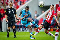 EINDHOVEN - 14-08-2016, PSV - AZ, Philips Stadion, 1-0, AZ speler Fred Friday, PSV speler Andres Guardado.