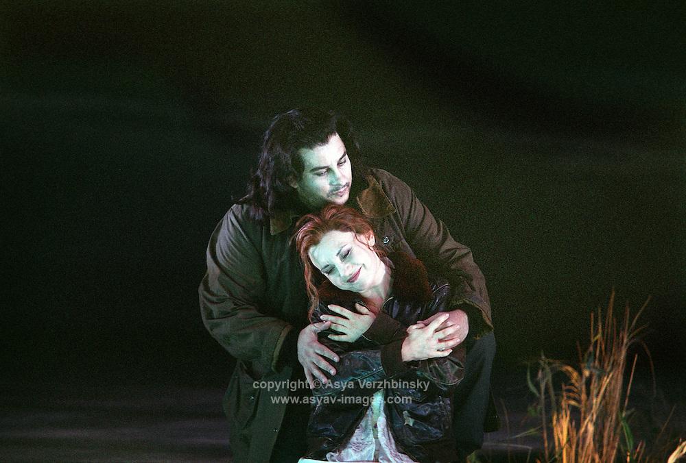 "Royal Opera in Donizetti's ""Lucia di Lammermoor""<br /> <br /> Lucia: Andrea Rost<br /> Edgardo: Marcelo Alvarez<br /> <br /> Director: Christof Loy<br /> Designs: Herbert Murauer<br /> Lighting: Rheinhard Traub<br /> Music: Donizzetti"