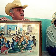 LOS ZARAGOZAS DE SANARE<br /> Sanare, Estado Lara - Venezuela 2004<br /> Photography by Aaron Sosa<br /> <br /> La fiesta de Los Zaragozas pertenece a esa celebración de amplia dispersión en los estados andinos conocida como locos y locainas, que, por alguna razón, en Sanare y Guárico adquirió nombre propio. Se celebra cada 28 de Diciembre, cuando la Iglesia conmemora el Día de los Santos Inocentes en recordación de aquel asesinato colectivo de niños, ordenado por Herodes, la fallida intención de eliminar el Niño-Dios.