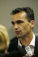 Photo: Lee Earle.<br /> Yeovil Town v Swansea City. Coca Cola League 1. 24/02/2007.Swansea's new manager Roberto Martinez talks to the press pre-match.