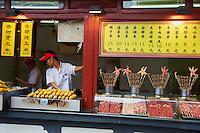Chine, Pekin (Beijing), marché de nuit de Donghua Yeshi  // China, Beijing, Donghua Yeshi night market