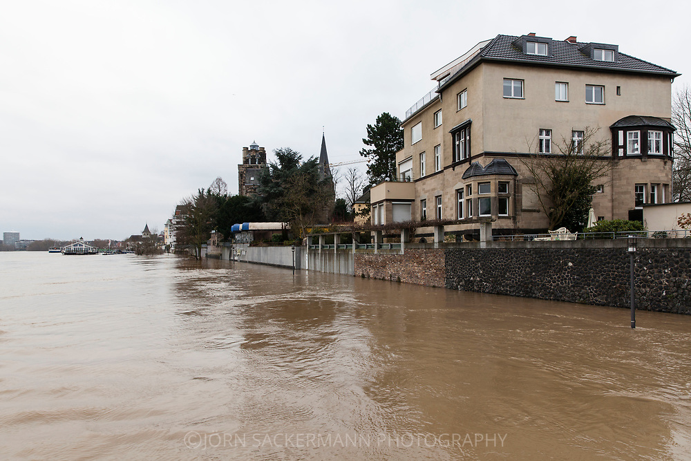 Cologne, Germany, 8. January 2018, flood of the river Rhine, district Rodenkirchen.<br /> <br /> K&ouml;ln, Deutschland, 8. Januar 2018, Hochwasser des Rheins, Stadtteil Rodenkirchen.