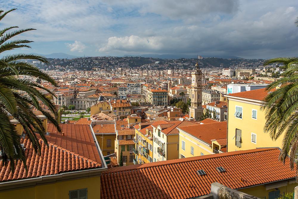 Vue sur les toits du vieux Nice depuis la colline du château // View of Nice old town  roofs from Colline du château