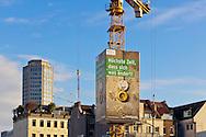 Europa, Deutschland, Nordrhein-Westfalen, Koeln, Baustelle, Kran der Firma Wolff & Mueller mit Werbeplakat. Der sogenannte Skycrane ist eine vierseitige, quaderfoermige Verkleidung des Baukrans. Die angebrachten Werbeplakate sind hinterbeleuchtet und ergeben eine Gesamtflaeche von ca. 290 Quadratmetern. Plakat des Bundesministerium fuer Umwelt, Naturschutz und Reaktorsicherheit zur Energiewende. - ..Europe, Germany, North Rhine-Westphalia, Cologne, construction site, crane of the company Wolff & Mueller with  advertisement. The so called Skycrane is a cuboidal casing of the crane. The mounted billboards are lit behind and produce an area of approximately 290 square meters. Promotion of the Federal Ministry for the Environment, Nature Conservation and Nuclear Safety for the clean energy switch (Energiewende).