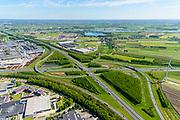 Nederland, Utrecht, gemeente Vijfheerenlanden , 13-05-2019; Knooppunt Everdingen, kruising van de rijkswegen A2 horizontaal) en A27 (vertikaal), gedeeltelijk turbineknooppunt. Bedrijventerreinen Vianen, Hagestein, De Biezen<br /> Everdingen junction south of Utrecht.<br /> <br /> luchtfoto (toeslag op standard tarieven);<br /> aerial photo (additional fee required);<br /> copyright foto/photo Siebe Swart