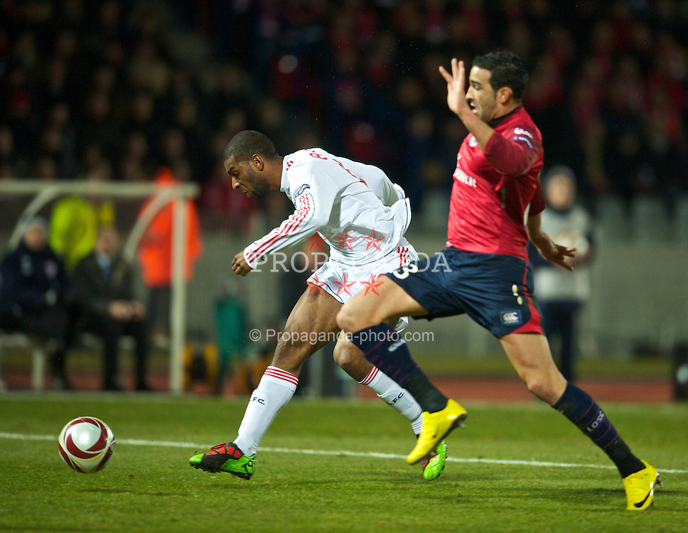 LILLE, FRANCE - Thursday, March 11, 2010: Liverpool's Ryan Babel and LOSC Lille Metropole's Adil Rami during the UEFA Europa League Round of 16 1st Leg match at the Stadium Lille-Metropole. (Photo by David Rawcliffe/Propaganda)