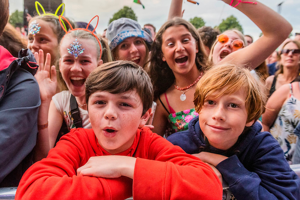 Henham Park, Suffolk, 20 July 2019. Stereophonics play the Obelisk stage - The 2019 Latitude Festival.