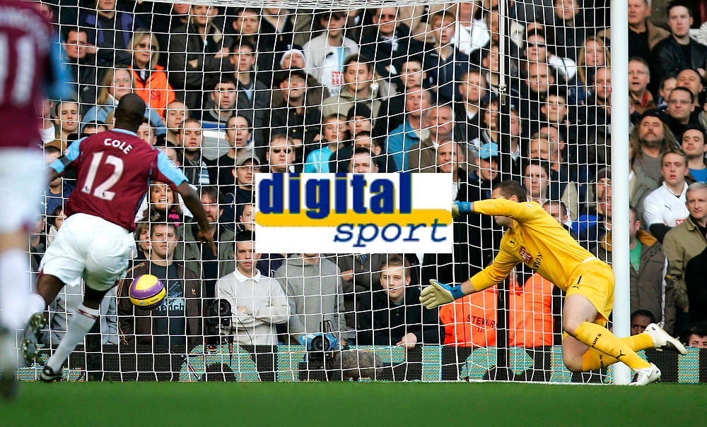Photo: Tom Dulat/Sportsbeat Images.<br /> <br /> West Ham United v Tottenham Hotspur. The FA Barclays Premiership. 25/11/2007.<br /> <br /> West Ham's Carlton Cole opens the scoring. West Ham leads 1-0. Paul Robinson of Tottenham missed to save the ball.