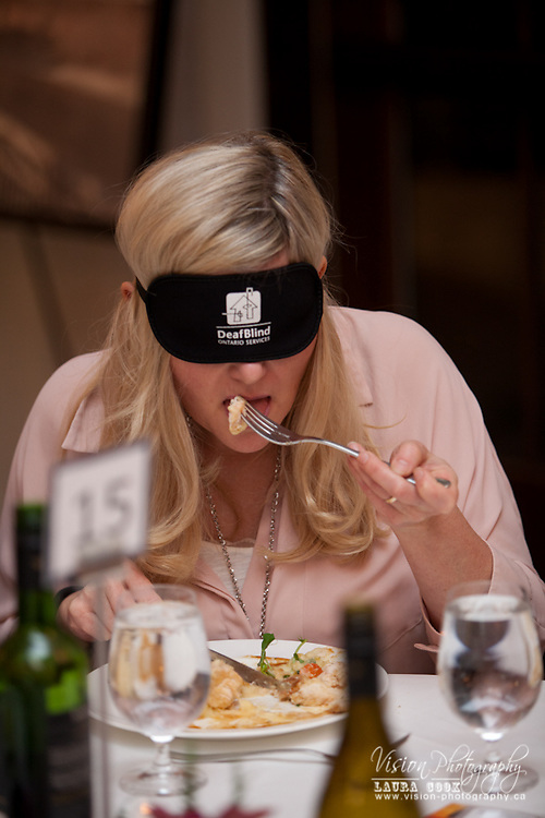 February 26th, 2016 I was honoured to be the event photographer for DeafBlind Ontario Services' Dining In The Dark held at the beautiful Whistle Bear Golf Club in Cambridge.