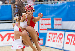 30.07.2015, Strandbad, Klagenfurt, AUT, A1 Beachvolleyball EM 2015, im Bild die Steyr Dancers // during of the A1 Beachvolleyball European Championship at the Strandbad Klagenfurt, Austria on 2015/07/30. EXPA Pictures © 2015, EXPA Pictures © 2015, PhotoCredit: EXPA/ Mag. Gert Steinthaler