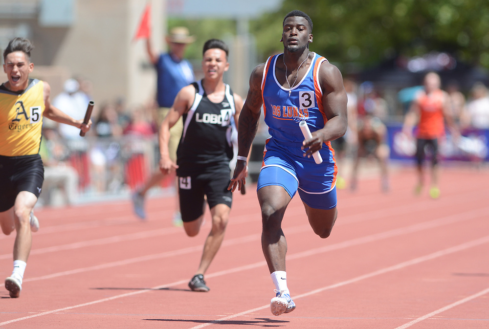 mkb051317h/metro/Marla Brose --  Omaury Samuels, right, runs the final leg in Los Lunas' 5A victory in the 4 by 100 meter relay during the final day of the NMAA State Track & Field Championships, Saturday, May 13, 2017, in Albuquerque, N.M.  (Marla Brose/Albuquerque Journal)