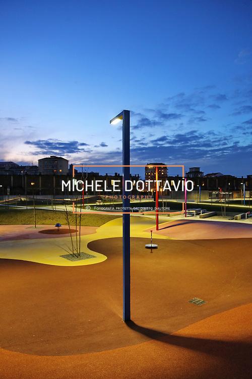 Torino 2015  illuminazione pubblica nel nuovo Parco Peccei di via Fossata lungo la Spina 4