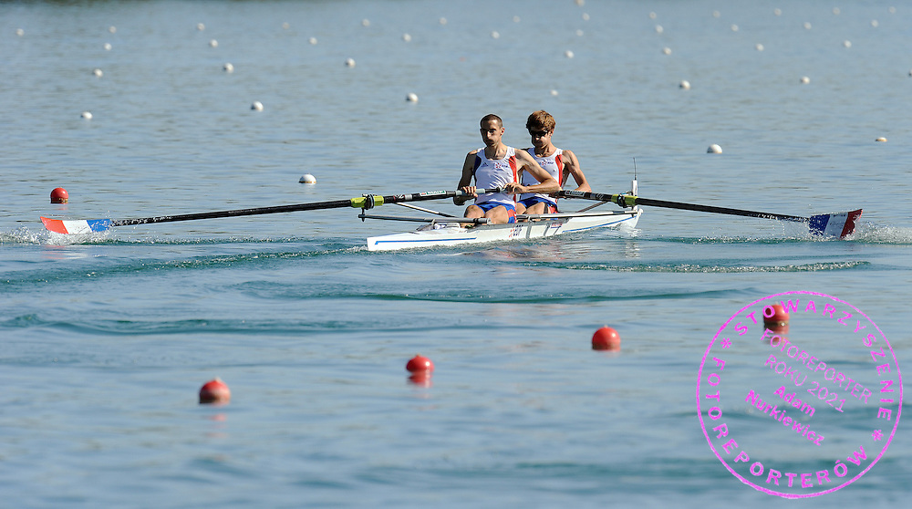 (L) NICOLAS MOUTTON & (R) FRANCOIS MARTY (BOTH FRANCE) COMPETE AT MEN'S LIGHTWEIGHT PAIRS HEAT DURING DAY 1 FISA ROWING WORLD CUP ON ESTANY LAKE IN BANYOLES, SPAIN...BANYOLES , SPAIN , MAY 29, 2009..( PHOTO BY ADAM NURKIEWICZ / MEDIASPORT )..PICTURE ALSO AVAIBLE IN RAW OR TIFF FORMAT ON SPECIAL REQUEST.