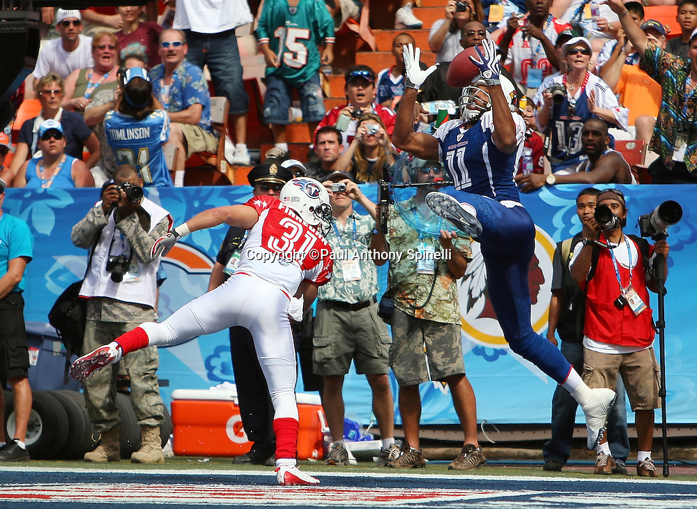 HONOLULU, HI - FEBRUARY 08: NFC All-Stars wide receiver Larry Fitzgerald #11 of the Arizona Cardinals catches a fourth quarter touchdown pass good for a 24-21 lead while covered by cornerback Cortland Finnegan #31 of the Tennessee Titans of the AFC All-Stars in the 2009 NFL Pro Bowl at Aloha Stadium on February 8, 2009 in Honolulu, Hawaii. The NFC defeated the AFC 30-21. ©Paul Anthony Spinelli *** Local Caption *** Larry Fitzgerald;Cortland Finnegan