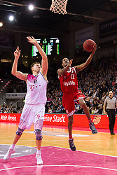 28.03.2016, Telekom Dome, Bonn, GER, Beko Basketball BL, Telekom Baskets Bonn vs FC Bayern Muenchen, 23. Runde, im Bild Alex Renfroe (FC Bayern Muenchen #12) beim Korbleger gegen Tadas Klimavicius (Telekom Baskets Bonn #11) // during the Beko Basketball Bundes league 23th round match between Telekom Baskets Bonn and FC Bayern Munich at the Telekom Dome in Bonn, Germany on 2016/03/28. EXPA Pictures © 2016, PhotoCredit: EXPA/ Eibner-Pressefoto/ Schüler<br /> <br /> *****ATTENTION - OUT of GER*****