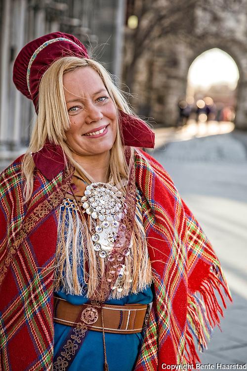 Ellen Kristina Saba t.v.,  Saba var blant de som okkuperte statsminister Gro Harlem Brundtlands kontor under Alta-aksjonen, da var hun fem år.  Her på Vestfrontplassen foran Nidarosdomen. Bor i Tana, kofte fra karasjok. Ellen Kristina Saba (født 20. november 1975) er en samisk politiker som representerer Høyre. Hun ble i 2013 valgt inn som representant i østre valgkrets for sametingsperioden 2013–2017, der hun er medlem av Plan- og finanskomiteen.