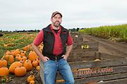Brian Bauman vid sina fält med pumpor, Bauman Farms, Gervais, Oregon, USA<br /> Foto: Christina Sjögren