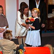 NLD/Apeldoorn/20081101 - Opening tentoonstelling SpeelGoed op paleis Het Loo, Annet Sekreve en dochter Isabelle