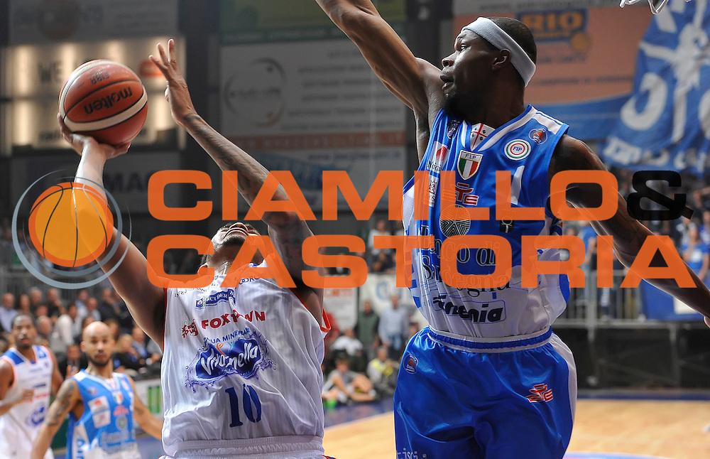 DESCRIZIONE : Cantu' Lega A 2015-16 Acqua Vitasnella Cantu' - Dinamo Banco di Sardegna Sassari<br /> GIOCATORE : LaQuinton Ross<br /> CATEGORIA : tiro penetrazione<br /> SQUADRA : Acqua Vitasnella Cantu'<br /> EVENTO : Campionato Lega A 2015-2016 GARA : Acqua Vitasnella Cantu' - Dinamo Banco di Sardegna Sassari <br /> DATA : 12/10/2015 <br /> SPORT : Pallacanestro <br /> AUTORE : Agenzia Ciamillo-Castoria/A.Scaroni<br /> Galleria : Lega Basket A 2015-2016 Fotonotizia : Cantu' Lega A 2015-16 Acqua Vitasnella Cantu' - Dinamo Banco di Sardegna Sassari