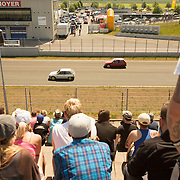 05.06.2015, Opel-Treffen Oschersleben, Sachsen-Anhalt.<br />1/8 Meilen Rennen ist ein Beschleunigungsrennen. Auf dem Foto sieht man nur zwei Kleinwagen aber unter deren Hauben befinden sich hochgez&uuml;chtete Motoren die es so in der Fahrzeugklasse nicht gibt.<br /><br />&copy;Harald Krieg/Agentur Focus