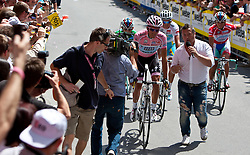 21.05.2011, Hauptplatz Lienz, AUT, Giro d´ Italia 2011, 14. Etappe, Lienz - Monte Zoncolan, im Bild Alberto Contador (ESP) Saxo Bank Sungard von einem TV Kamera Team begleitet // during the Giro d´ Italia 2011, Stage 14, Lienz - Monte Zoncolan,Austria, 2011-05-21, EXPA Pictures © 2011, PhotoCredit: EXPA/ J. Feichter