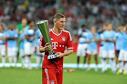 01.08.2013, Allianz Arena, Muenchen, Audi Cup 2013, FC Bayern Muenchen vs Manchester City, im Bild, Bastian SCHWEINSTEIGER (FC Bayern Muenchen) darf an seinem Geburtstag den Pokal entgegennehmen // during the Audi Cup 2013 match between FC Bayern Muenchen and Manchester City at the Allianz Arena, Munich, Germany on 2013/08/01. EXPA Pictures © 2013, PhotoCredit: EXPA/ Eibner/ Wolfgang Stuetzle<br /> <br /> ***** ATTENTION - OUT OF GER *****