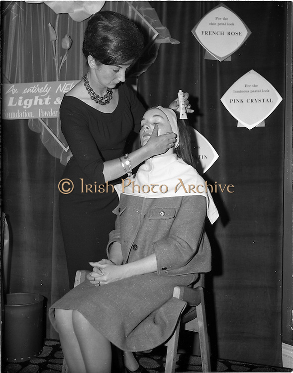 "07/06/1962<br /> 06/07/1962<br /> 07 June 1962 <br /> ""Light and Lovely"" new Coty Make-up range, reception at the Shelbourne Hotel, Dublin. Demonstration of the new make-up."