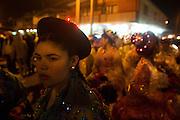 Un grupo de mujeres participa en la fiesta religiosa  de La Tirana, realizada en honor a la Virgen del Carmen en el pueblo de La Tirana, ubicado 1.773 kilómetros al noreste de Santiago (Chile). La Tirana, población que cuenta con 600 habitantes, recibe entre 200.000 y 250.000 visitantes durante la semana de celebraciones a la que asisten fieles provenientes de diversas partes de Chile, Perú y Bolivia.